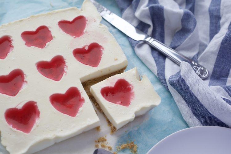 Ostekake med gelé hjerter