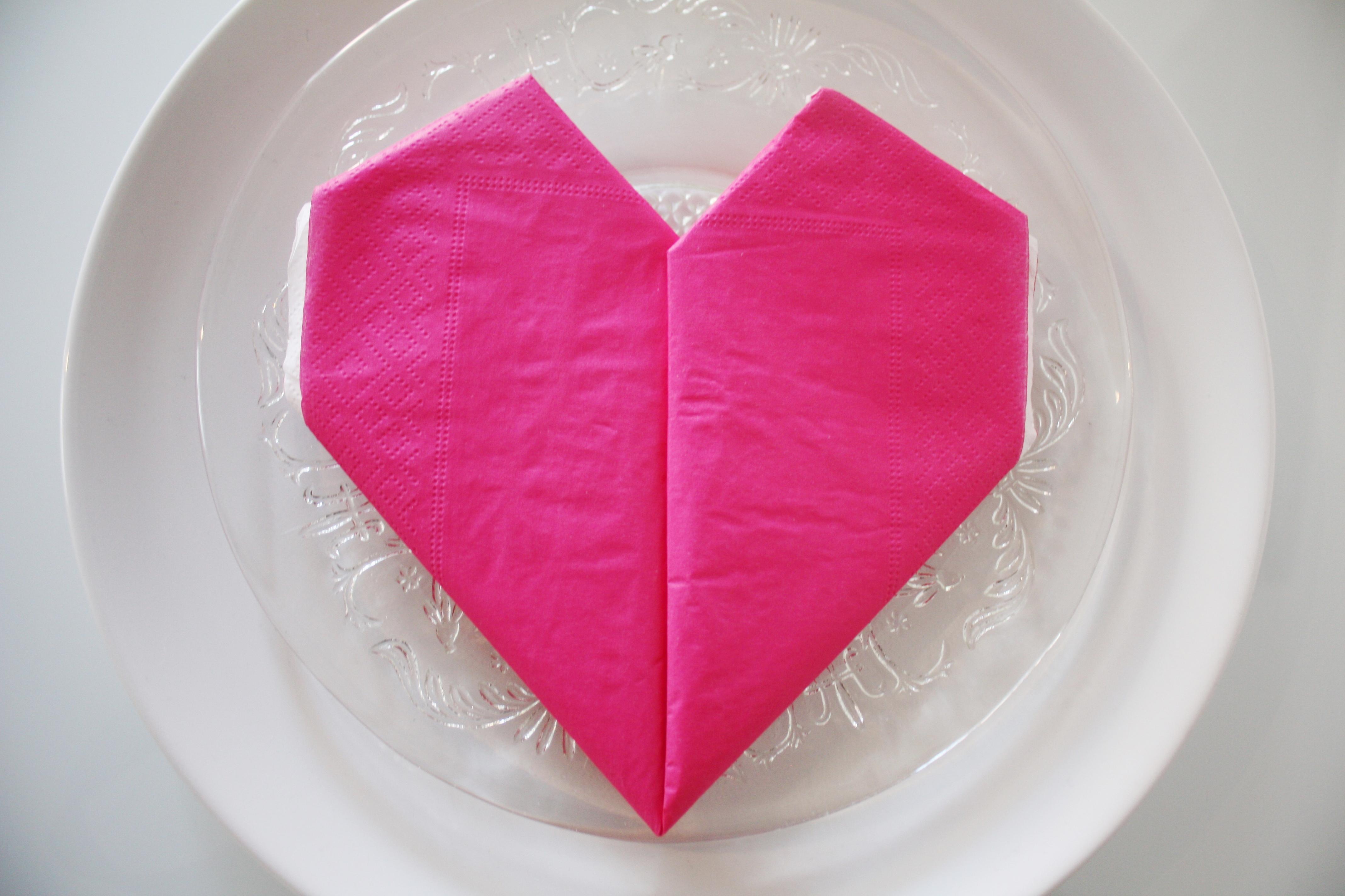 Hvordan brette serviett hjerte