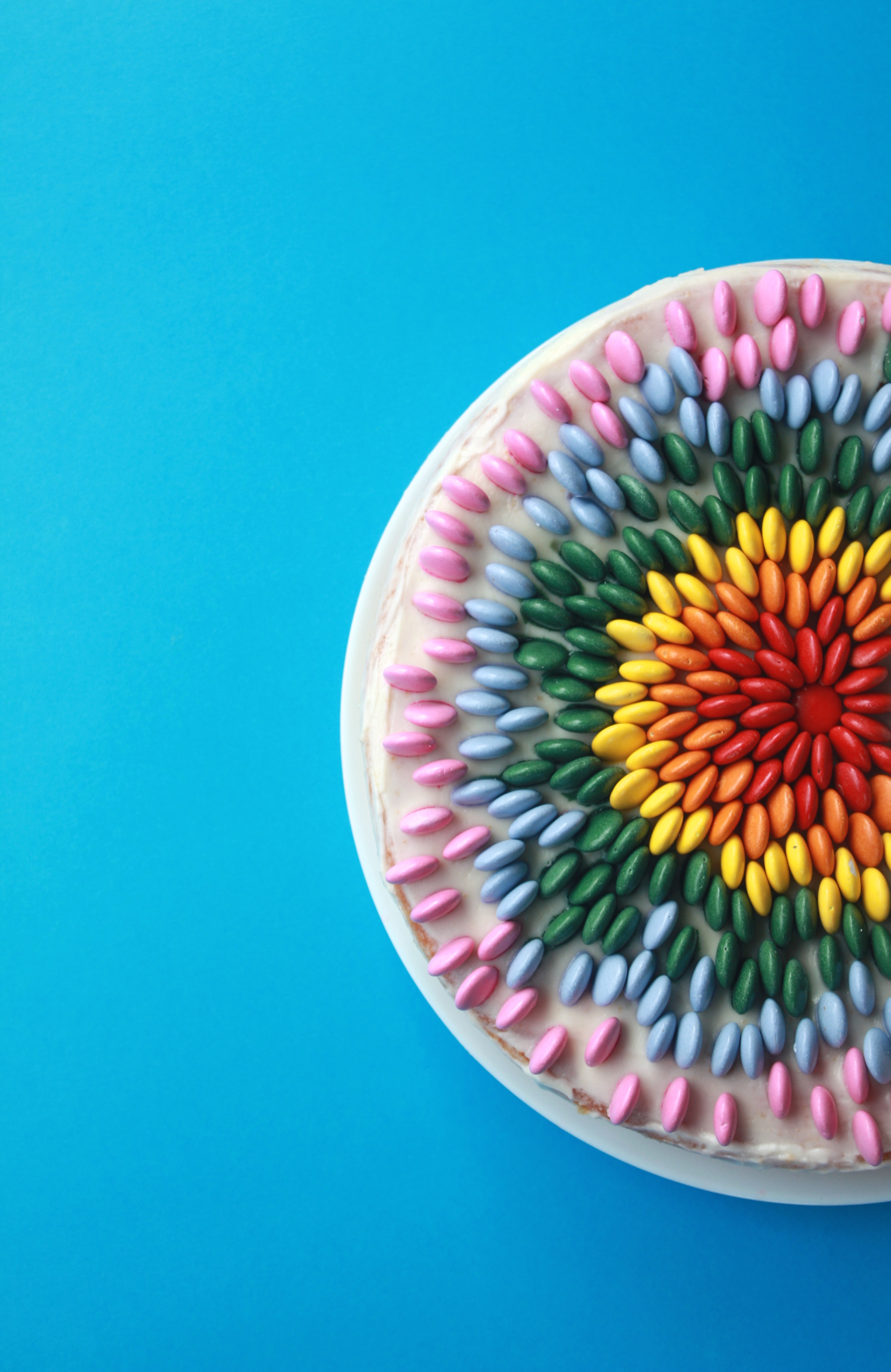 Stående-nonstop-kake i regnbuens farger
